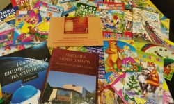 Пристигнаха книжките, дарени на училището за 24 май